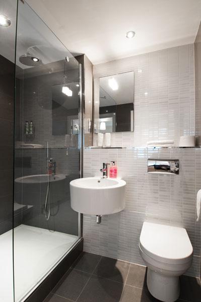 The bathrooms self catering st andrews luxury lets for Luxury en suite bathroom designs