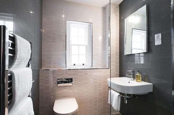 Guest En Suite Bathroom: St Andrews Luxury Lets